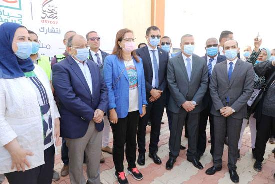 4 من الوزراء فى سوهاج لمتابعة مشروعات برنامج التنمية المحلية لصعيد مصر (44)