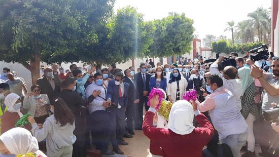 4 من الوزراء فى سوهاج لمتابعة مشروعات برنامج التنمية المحلية لصعيد مصر (5)