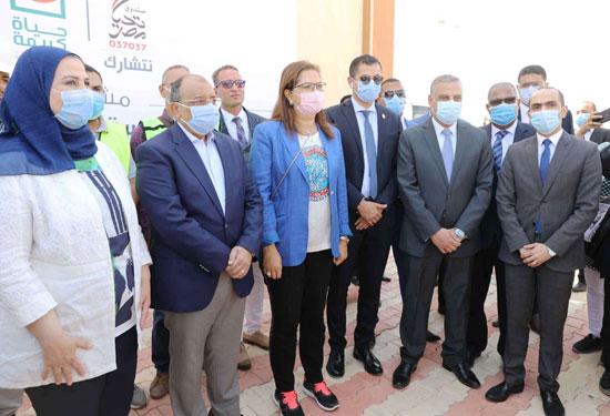 4 من الوزراء فى سوهاج لمتابعة مشروعات برنامج التنمية المحلية لصعيد مصر (23)