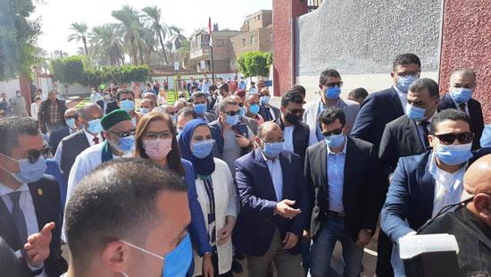 4 من الوزراء فى سوهاج لمتابعة مشروعات برنامج التنمية المحلية لصعيد مصر (12)