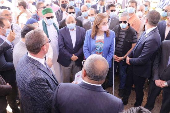 4 من الوزراء فى سوهاج لمتابعة مشروعات برنامج التنمية المحلية لصعيد مصر (30)