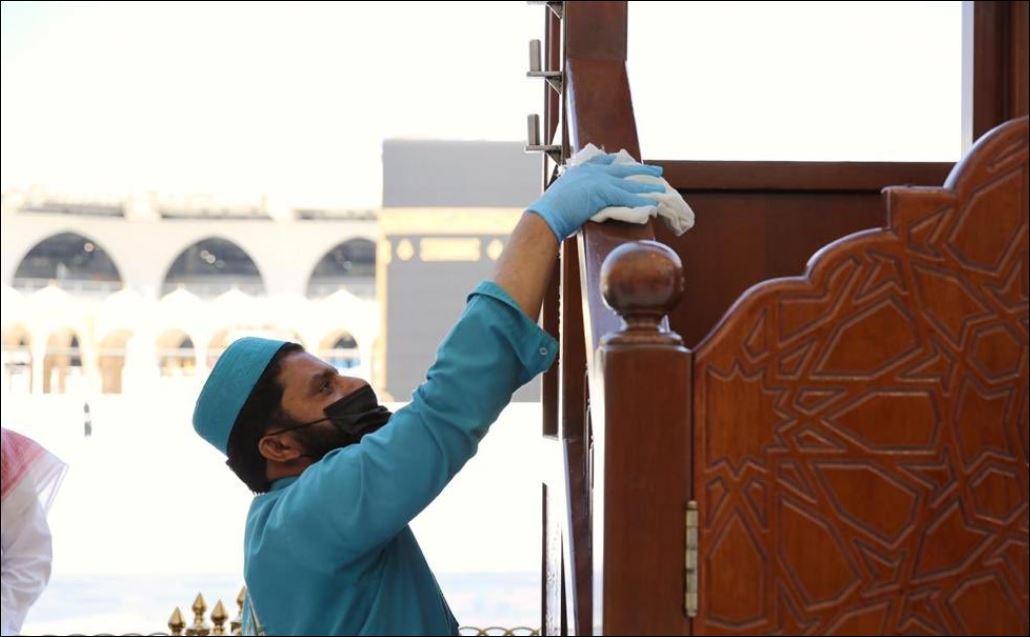 الاستعدادات في المسجد الحرام والنبوى لصلاة الجمعة غدا (3)