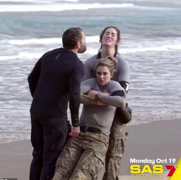 ملكة جمال أستراليا تحاول التعافى من مشاركتها في برنامج تحديات عسكرية (2)