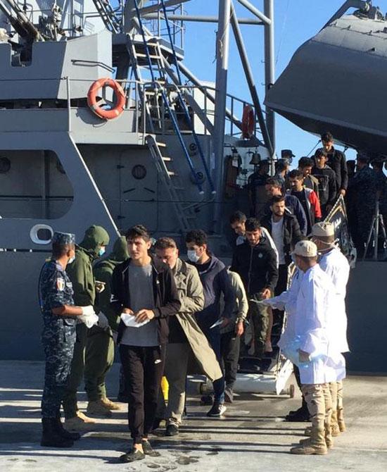 القوات-البحرية-المصرية-تنقذ-مركبا-يرفع-العلم-التركى-فى-عمق-البحر-المتوسط-(1)