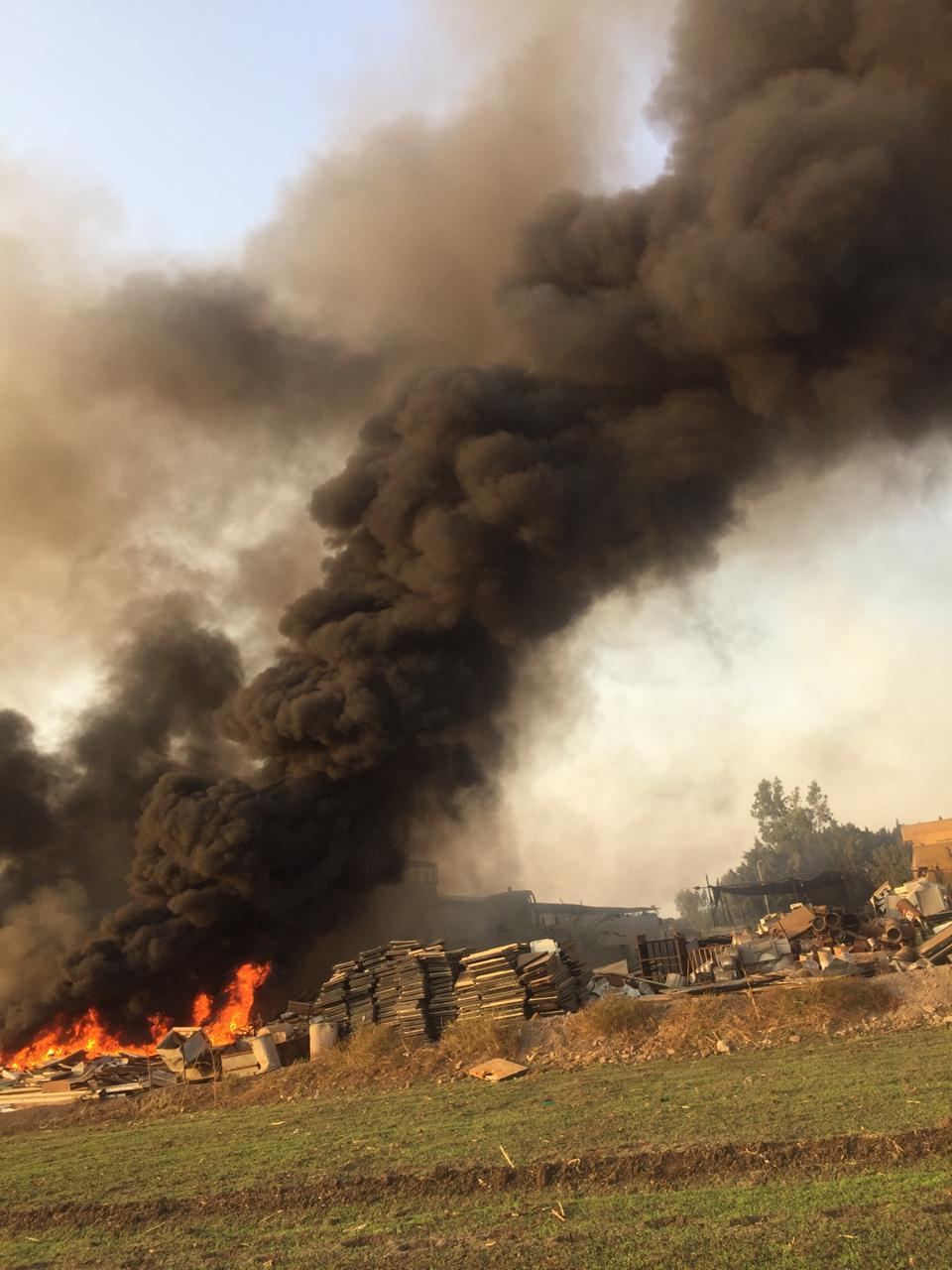 حريق هائل بشونة خردة بطريق  زفتي - طنطا  في الغربية  (4)