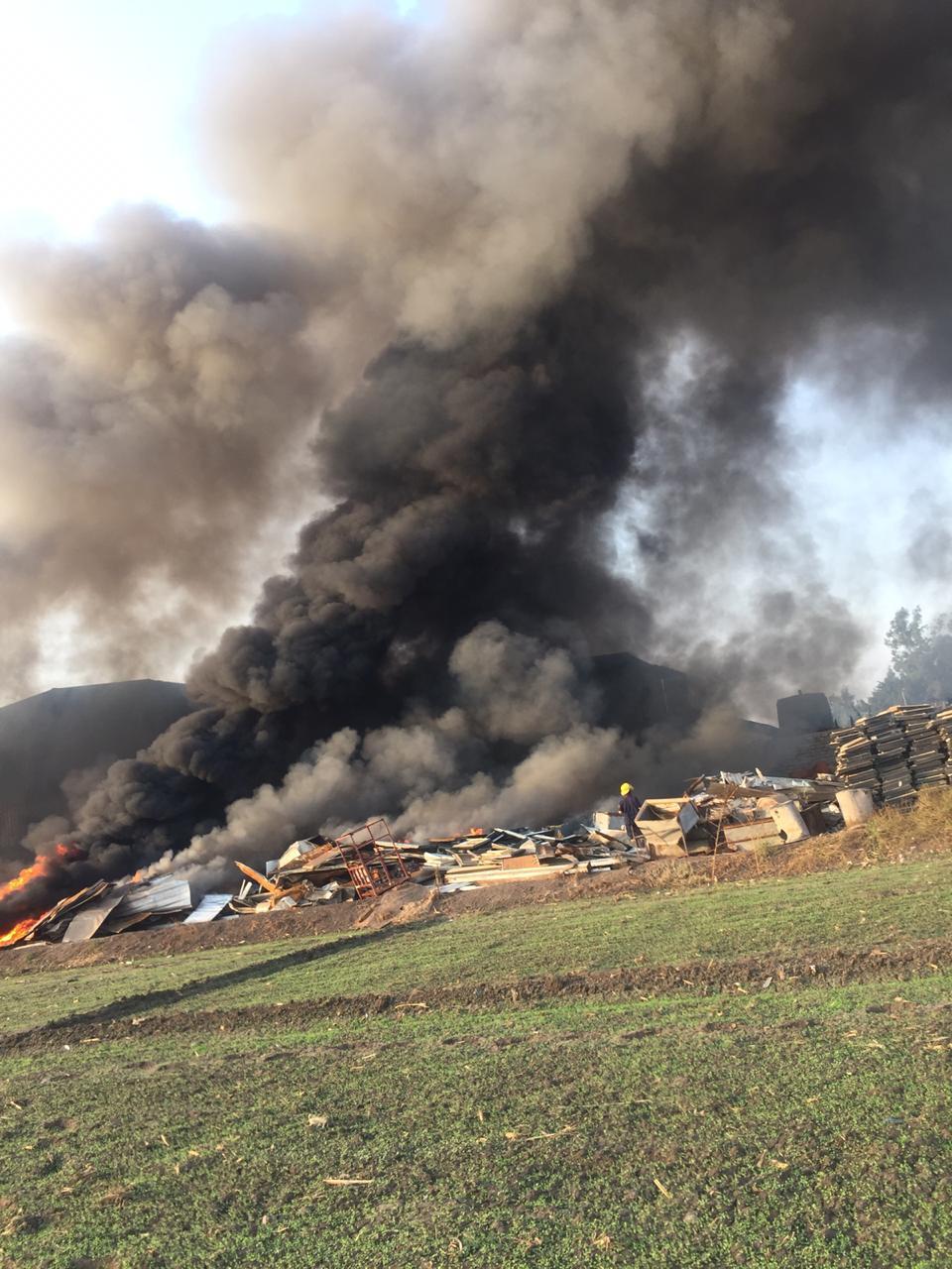 حريق هائل بشونة خردة بطريق  زفتي - طنطا  في الغربية  (3)