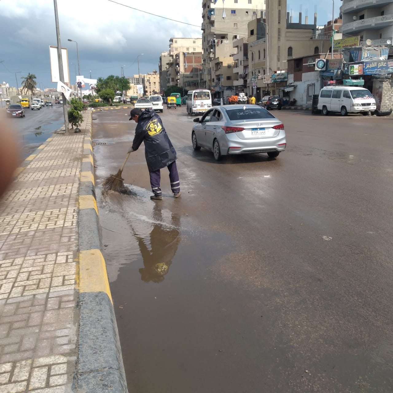 كسح مياه الأمطار من الشوارع الرئيسية بالإسكندرية (3)