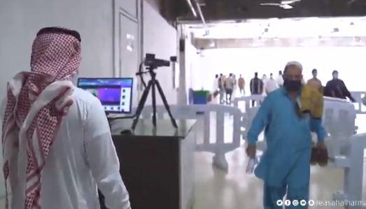 استقبال المصلين فى المسجد الحرام