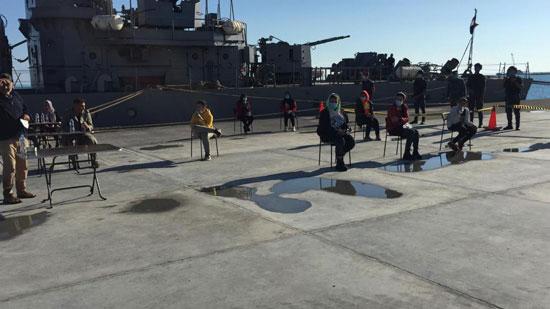 القوات-البحرية-المصرية-تنقذ-مركبا-يرفع-العلم-التركى-فى-عمق-البحر-المتوسط-(3)