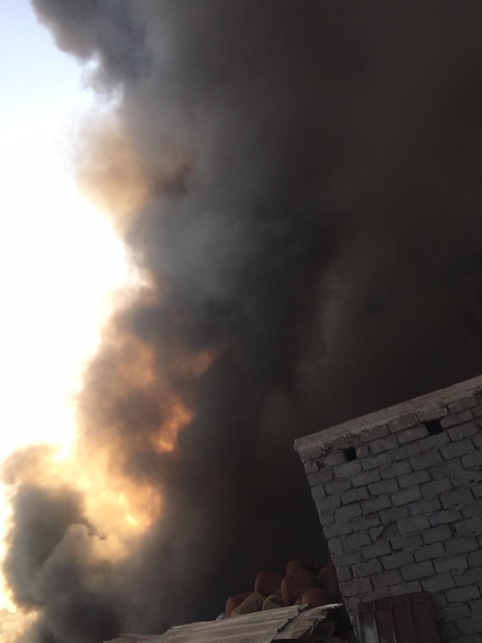 حريق هائل بشونة خردة بطريق  زفتي - طنطا  في الغربية  (2)