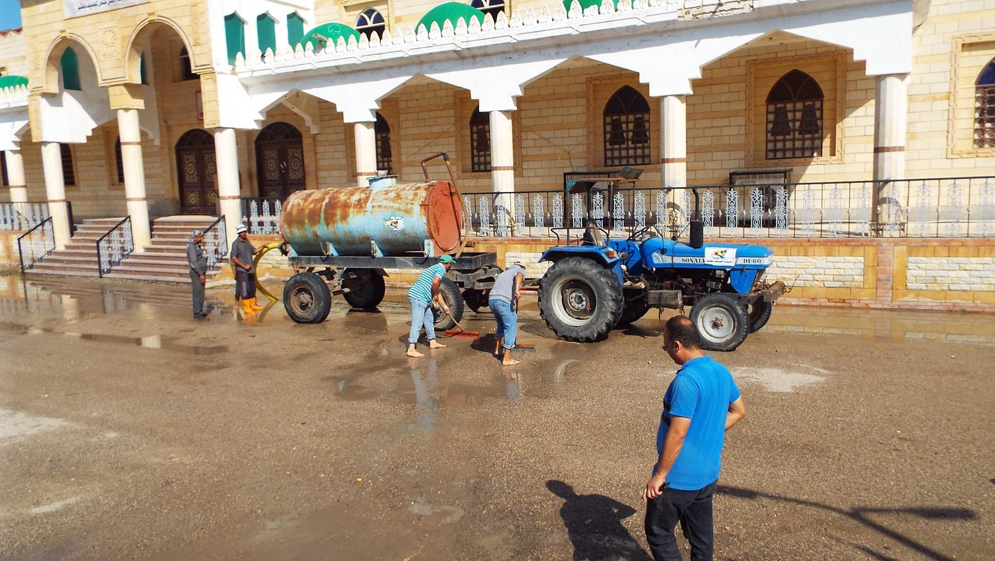 رفع مياه الأمطار من الشوارع  (1)