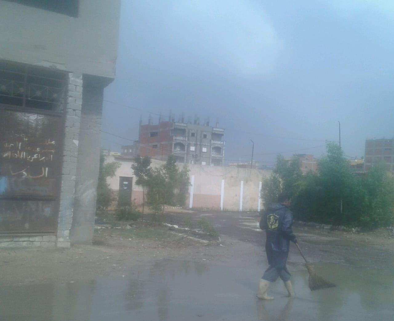 كسح مياه الأمطار من الشوارع الرئيسية بالإسكندرية (2)