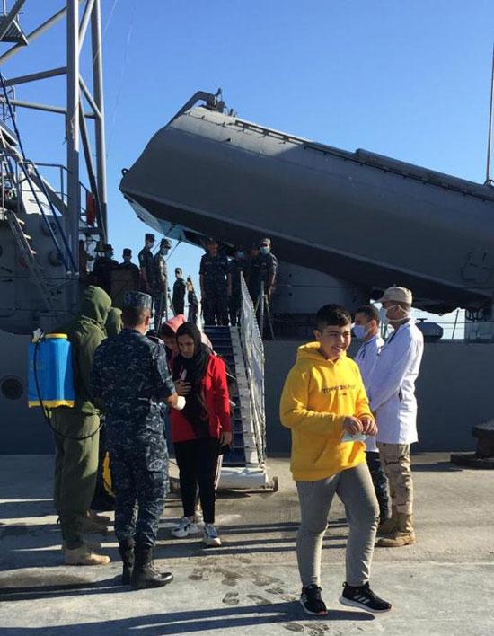 القوات-البحرية-المصرية-تنقذ-مركبا-يرفع-العلم-التركى-فى-عمق-البحر-المتوسط-(9)