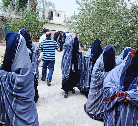 إقبال السيدات المميز بمختلف اللجان فى اليوم الأول لانتخابات النواب (6)