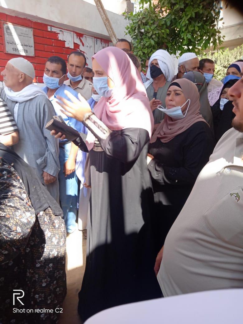 طوابير للسيدات بلجان الانتخابات بالبحيرة (4)