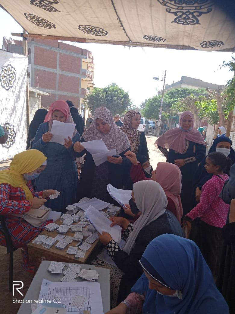 طوابير للسيدات بلجان الانتخابات بالبحيرة (11)