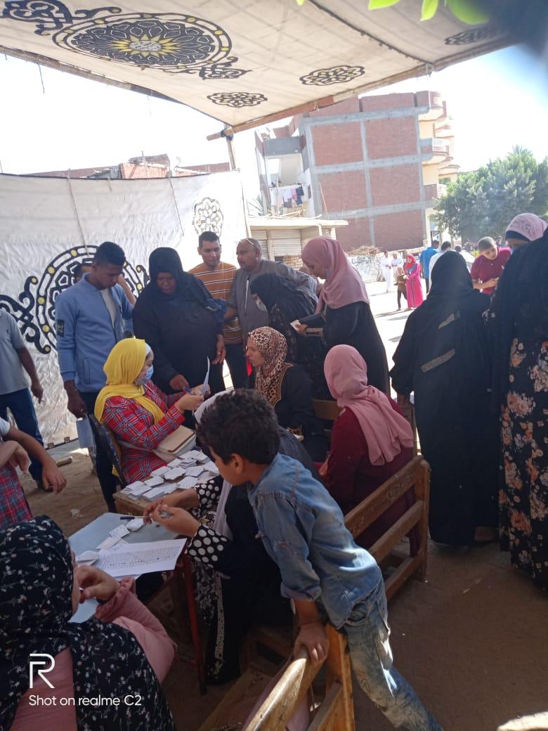 طوابير للسيدات بلجان الانتخابات بالبحيرة (5)
