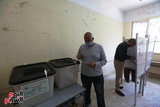 الناخبين أمام صناديق الاقتراع