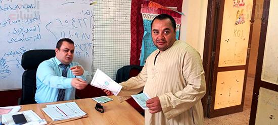 توجيه الناخبين بخطوات الاداء باصواتهم في ورقة الاقتراع