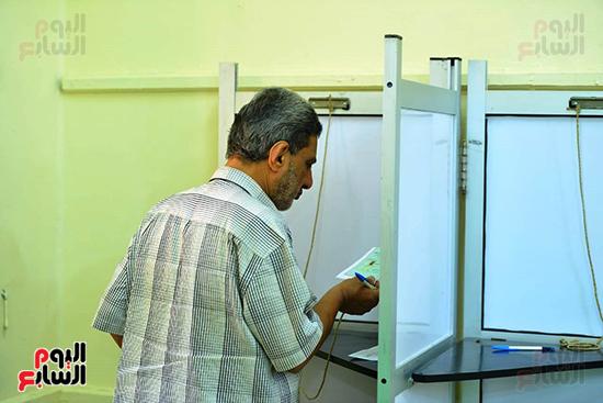 انتخابات النواب بلجنة كلية الطفولة في الدقى (8)