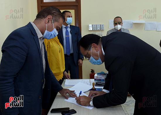 رئيس الوزراء يدلى بصوته في انتخابات مجلس النواب (7)