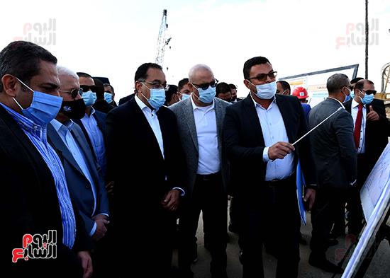 رئيس الوزراء يتفقد المحاور والطرق بمدينة 6 أكتوبر  (8)