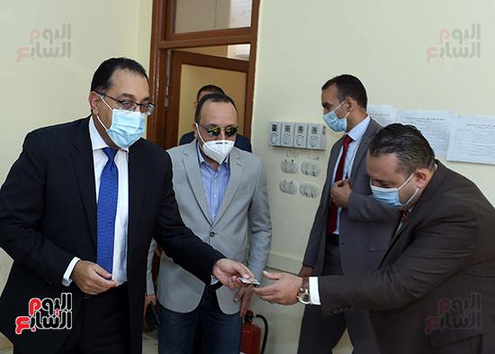 رئيس الوزراء يدلى بصوته في انتخابات مجلس النواب  (6)