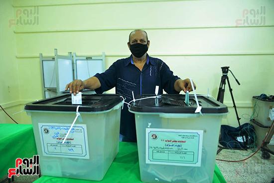 انتخابات النواب بلجنة كلية الطفولة في الدقى (1)