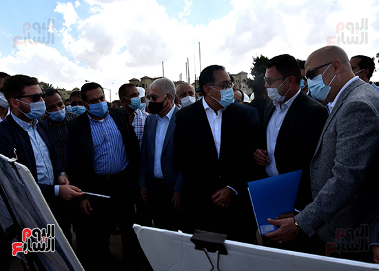 رئيس الوزراء يتفقد المحاور والطرق بمدينة 6 أكتوبر  (1)