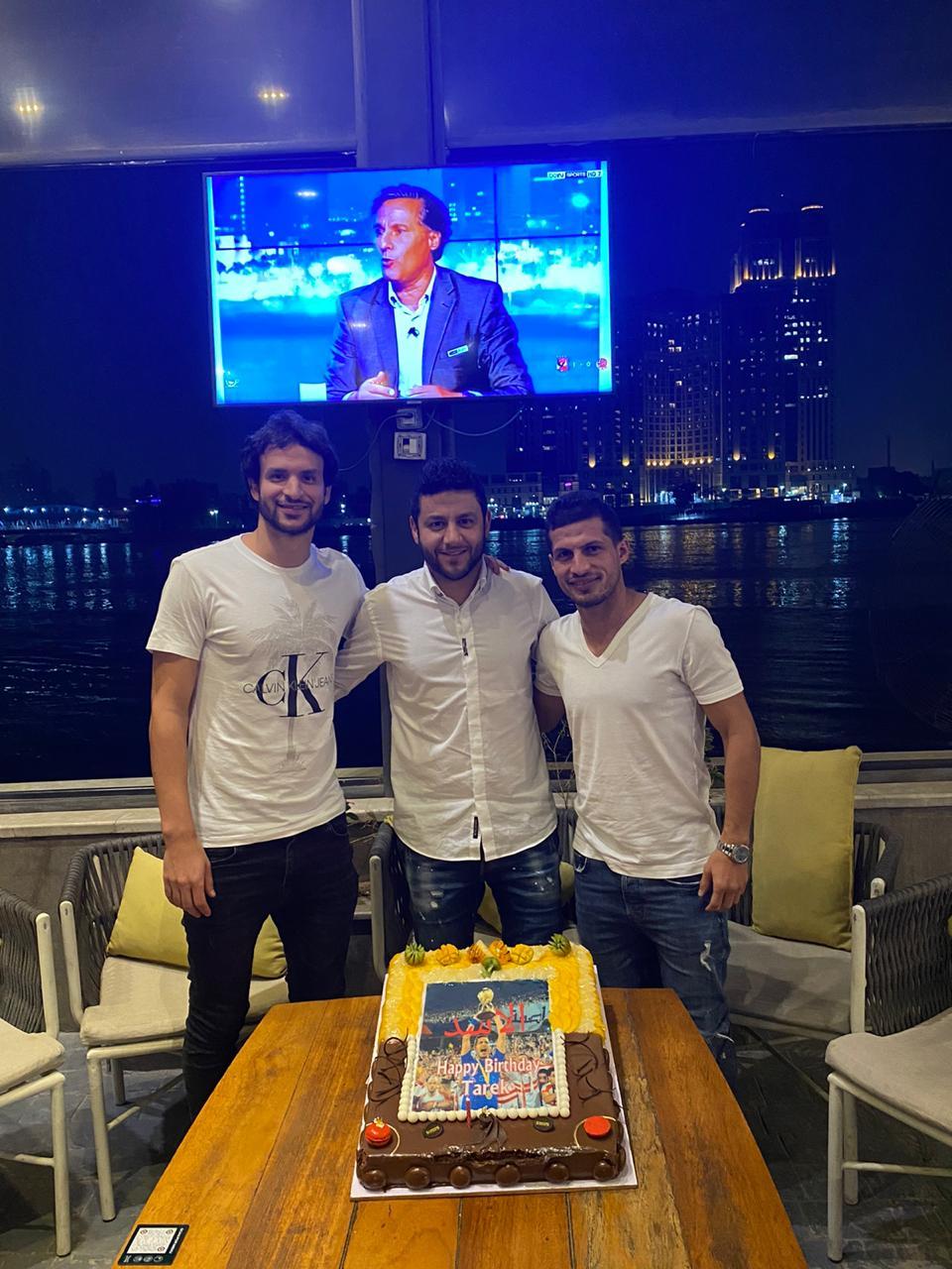 اصدقاء طارق حامد يحتفلون بعيد ميلاده (4)