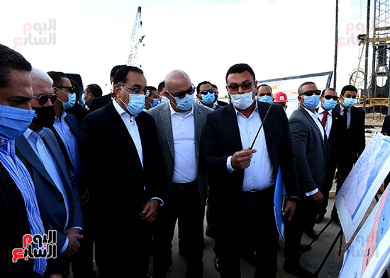 رئيس الوزراء يتفقد المحاور والطرق بمدينة 6 أكتوبر  (7)
