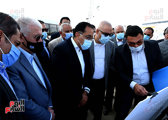 رئيس الوزراء يتفقد المحاور والطرق بمدينة 6 أكتوبر  (9)