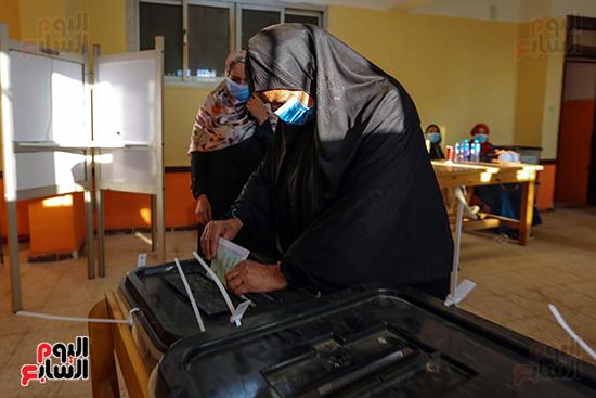 زحام الناخبين على لجان التصويت (21)