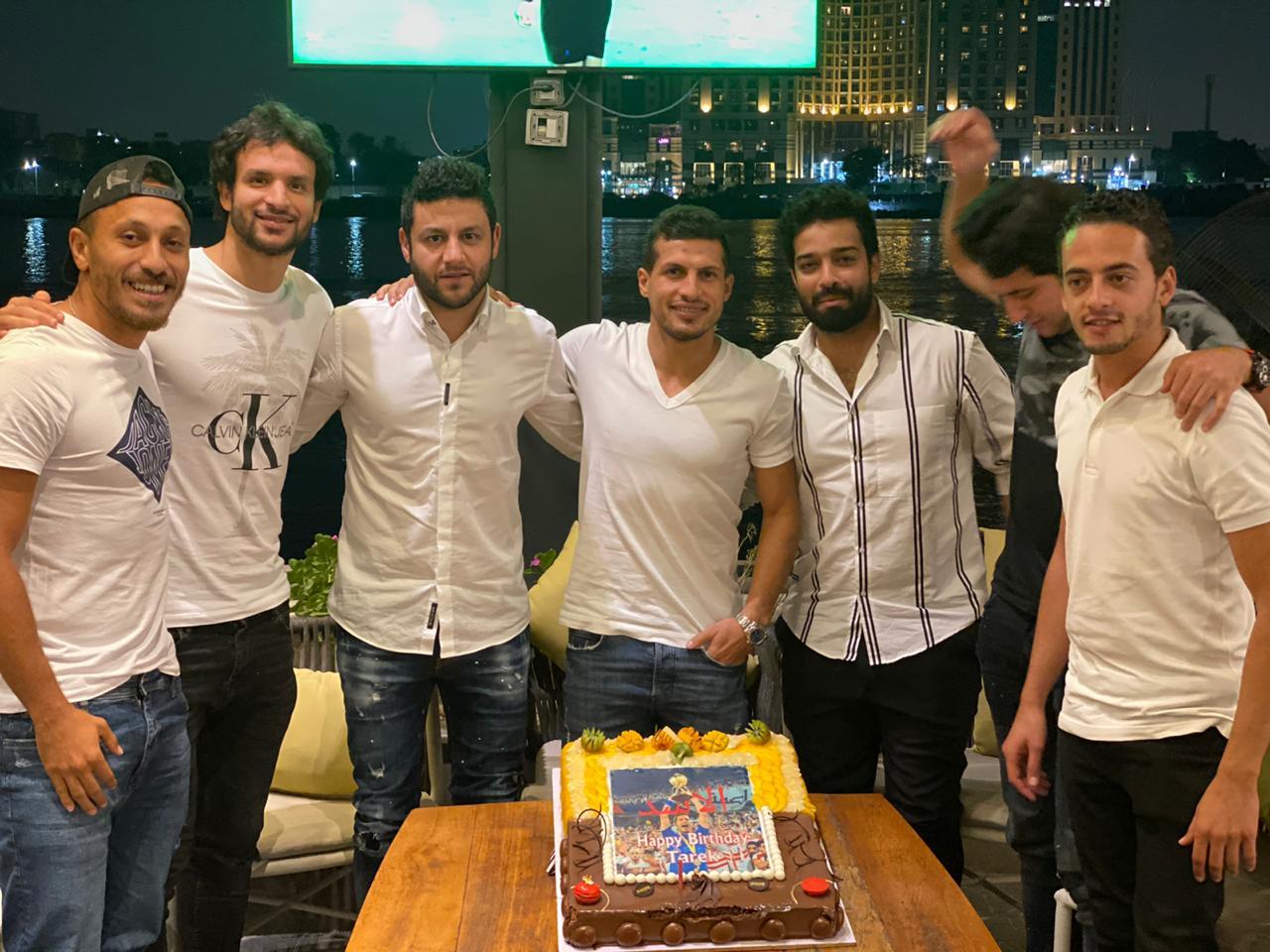 اصدقاء طارق حامد يحتفلون بعيد ميلاده (2)