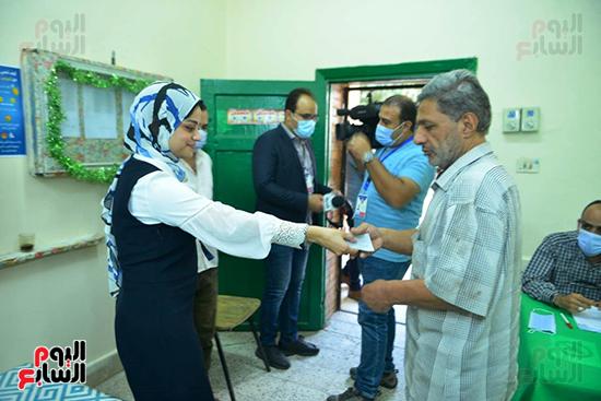 انتخابات النواب بلجنة كلية الطفولة في الدقى (4)