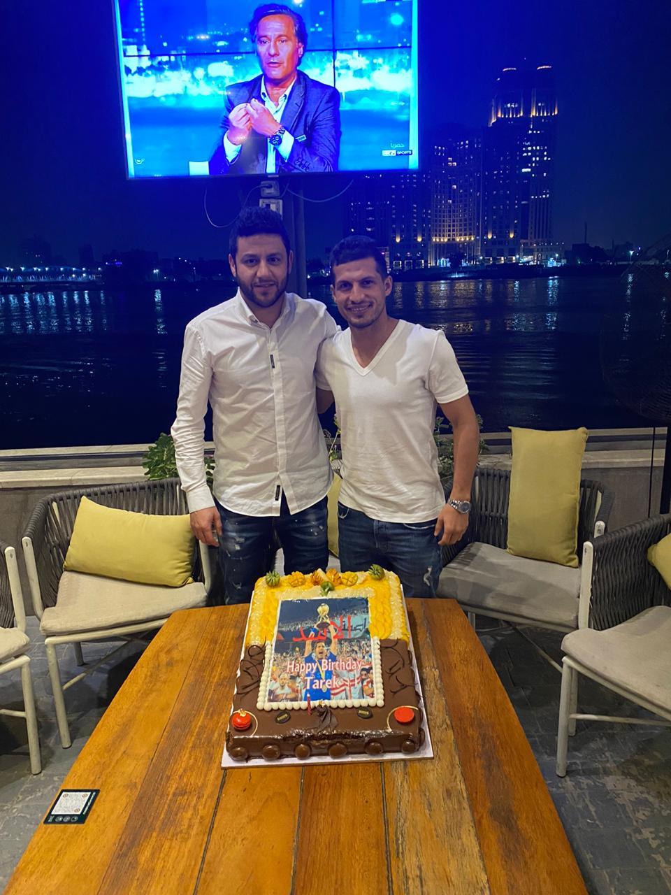 اصدقاء طارق حامد يحتفلون بعيد ميلاده (3)