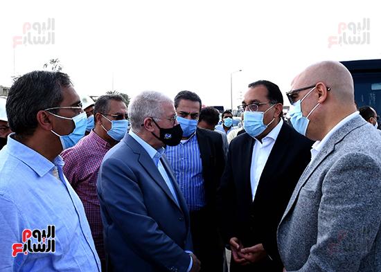 رئيس الوزراء يتفقد المحاور والطرق بمدينة 6 أكتوبر  (5)