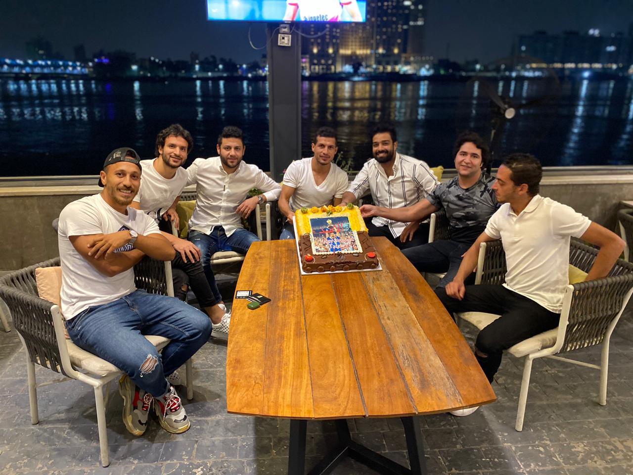 اصدقاء طارق حامد يحتفلون بعيد ميلاده (5)