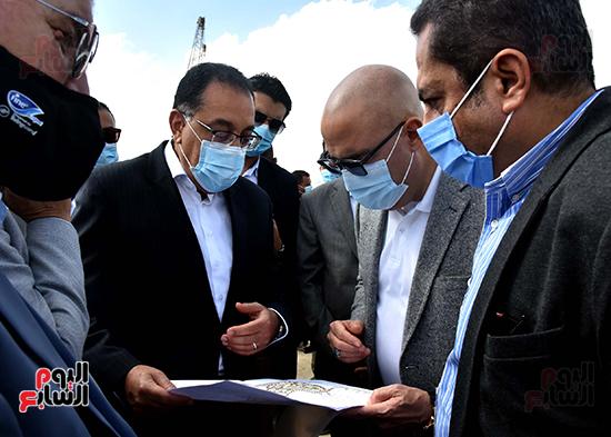 رئيس الوزراء يتفقد المحاور والطرق بمدينة 6 أكتوبر  (3)