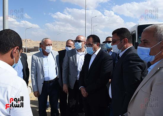 رئيس الوزراء يتفقد المحاور والطرق بمدينة 6 أكتوبر  (17)