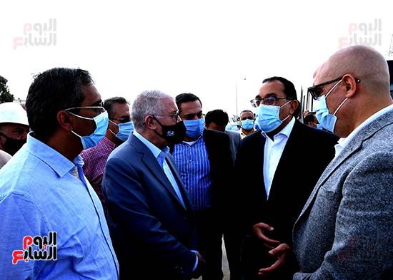 رئيس الوزراء يتفقد المحاور والطرق بمدينة 6 أكتوبر  (4)