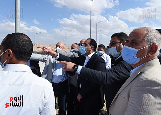 رئيس الوزراء يتفقد المحاور والطرق بمدينة 6 أكتوبر  (16)