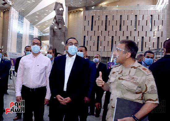 الدكتور مصطفى مدبولى رئيس الوزراء يزور المتحف المصرى الكبير (4)