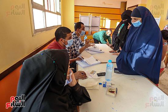 زحام الناخبين على لجان التصويت (22)