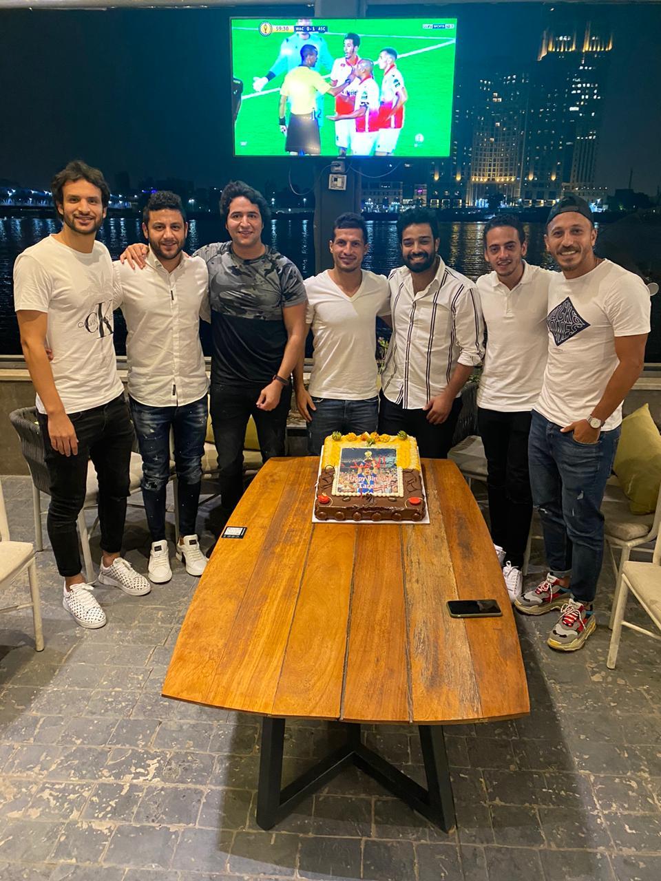 اصدقاء طارق حامد يحتفلون بعيد ميلاده (1)