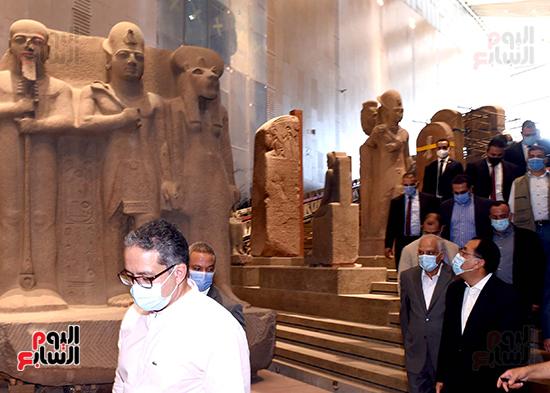 الدكتور مصطفى مدبولى رئيس الوزراء يزور المتحف المصرى الكبير (19)