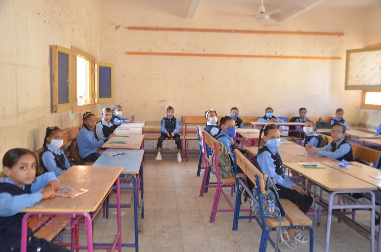 كيف خططت تعليم الأقصر لحماية الطلاب والتلاميذ بالمدارس من العدوى  (12)