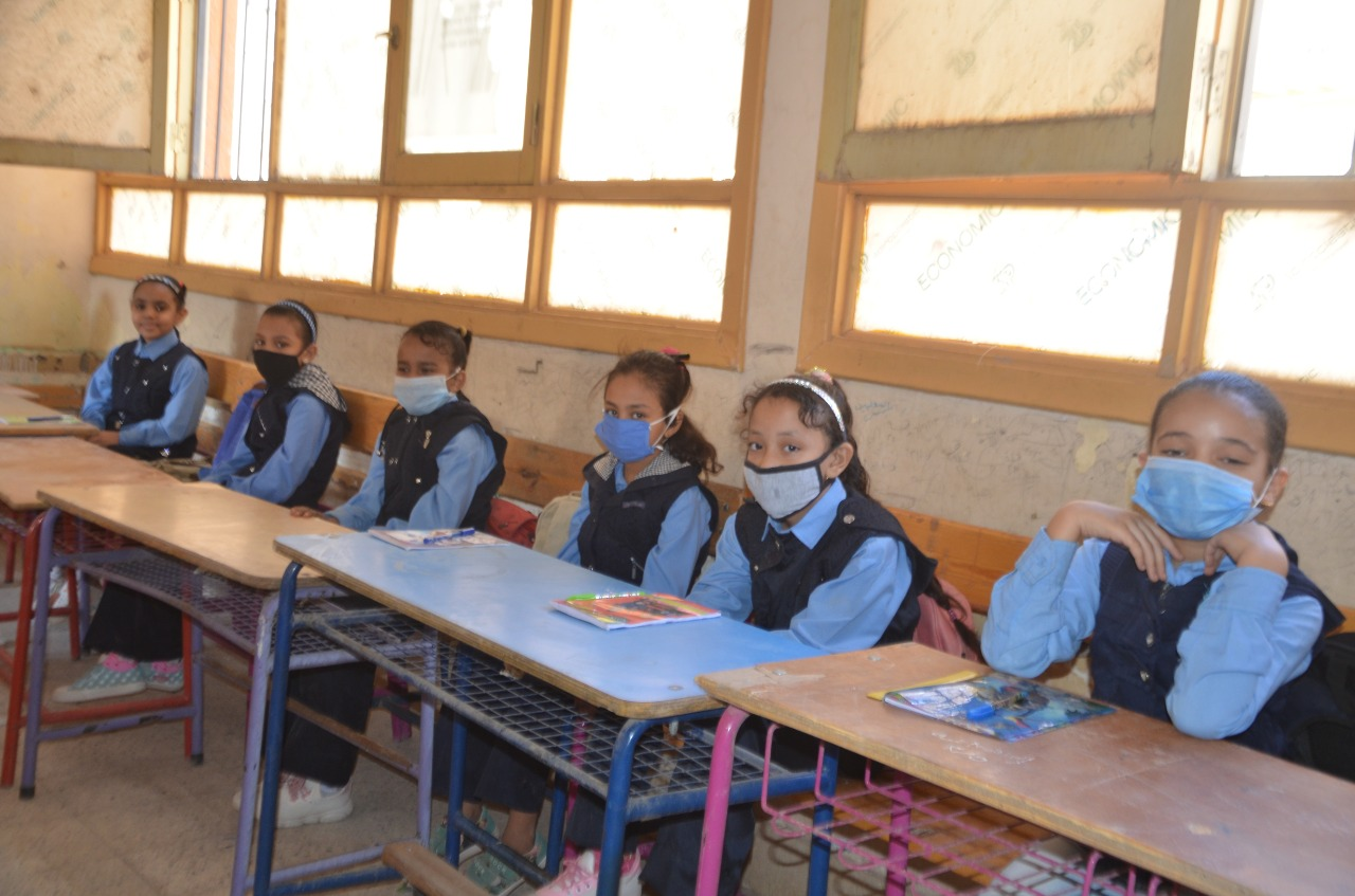 كيف خططت تعليم الأقصر لحماية الطلاب والتلاميذ بالمدارس من العدوى  (13)