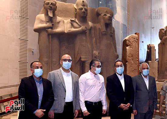 الدكتور مصطفى مدبولى رئيس الوزراء يزور المتحف المصرى الكبير (20)