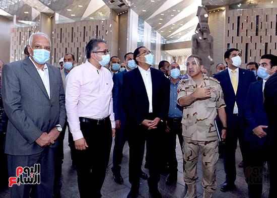 الدكتور مصطفى مدبولى رئيس الوزراء يزور المتحف المصرى الكبير (6)